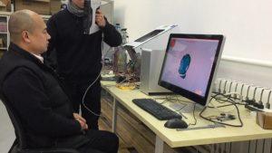 「研究と教育」3D スキャナーで脳波研究の支援