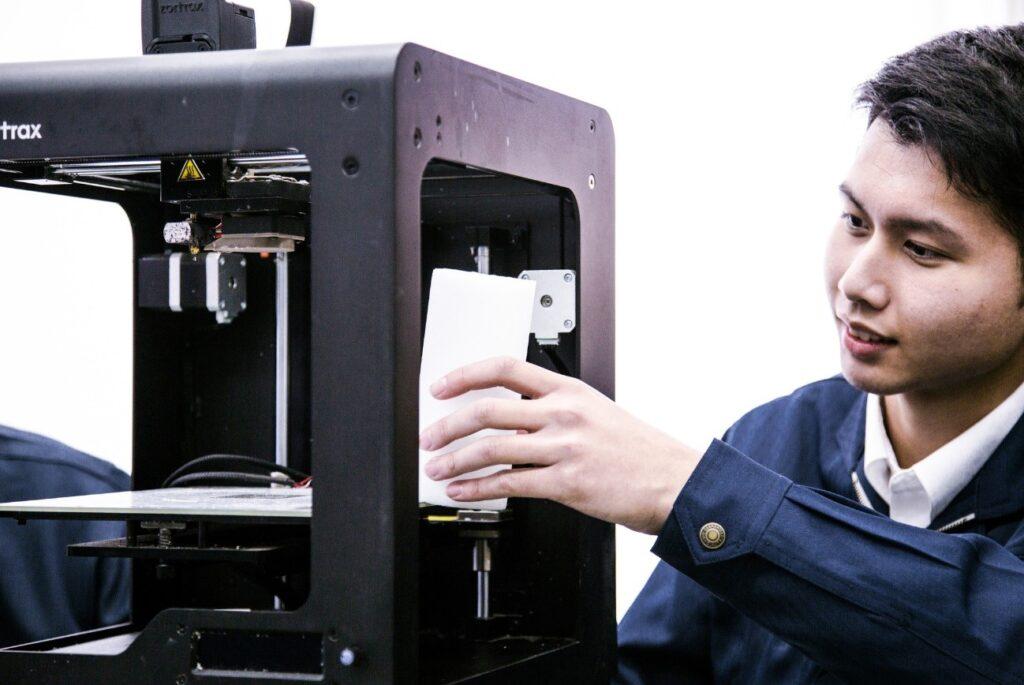 3Dプリンターでよくあるトラブルとは?原因や解決策を解説
